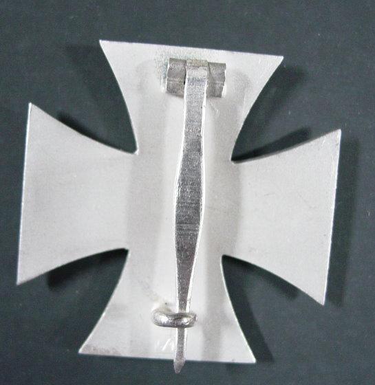 Le cas Deumer : des croix de fer pour Demeuré ? Ek_1_b10