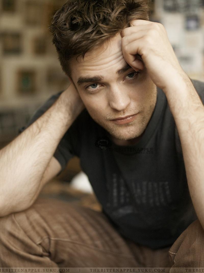 Nouveaux outtakes du shooting de Robert Pattinson pour Carter SMITH - Page 2 Robert20