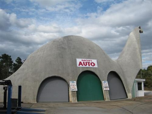 Garage en forme de dinosaure à Weeki Wachee (Floride - USA) Gadino10