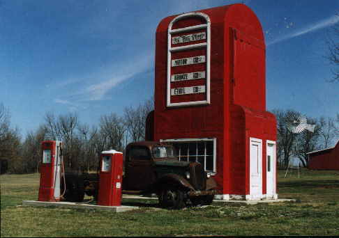 Pompe essence géante à King city, Missouri - USA Pompe110