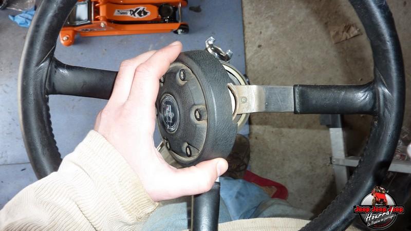 Maïté au volant: Dépose colonne dir. CJ7 boite manuelle P1030336