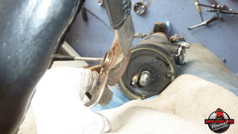Maïté au volant: Dépose colonne dir. CJ7 boite manuelle P1030343