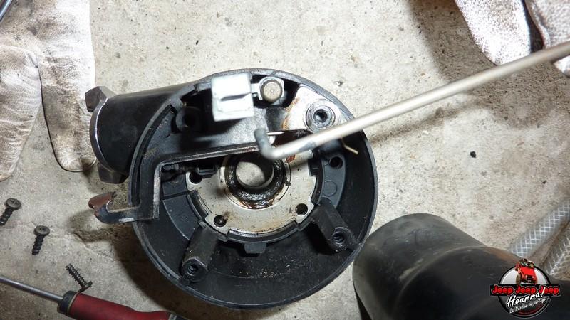 Maïté au volant: Dépose colonne dir. CJ7 boite manuelle P1030430