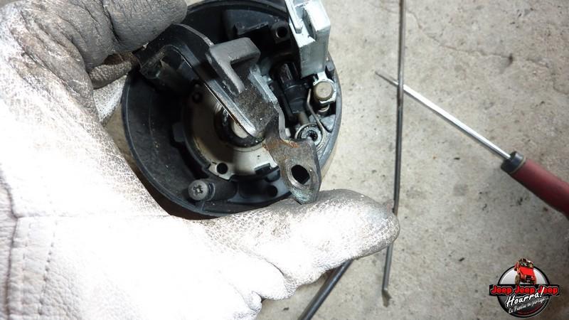 Maïté au volant: Dépose colonne dir. CJ7 boite manuelle P1030432