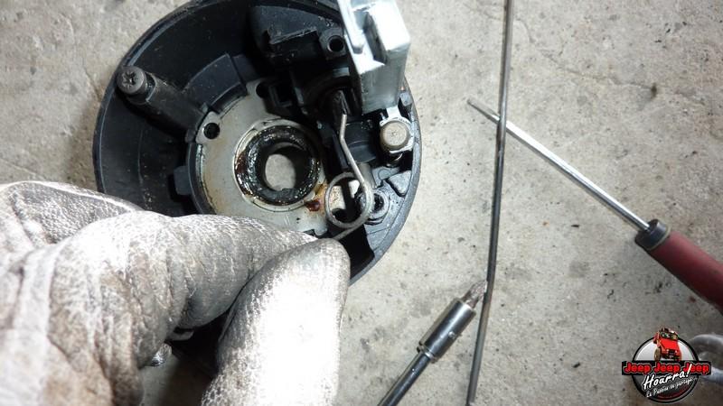 Maïté au volant: Dépose colonne dir. CJ7 boite manuelle P1030433