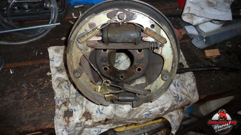 Maité tombe les tambours (dépose tambours CJ7 AMC 20 1982) P1040552