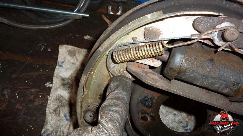 Maité tombe les tambours (dépose tambours CJ7 AMC 20 1982) P1040553