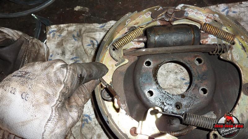Maité tombe les tambours (dépose tambours CJ7 AMC 20 1982) P1040555