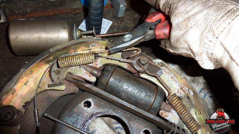 Maité tombe les tambours (dépose tambours CJ7 AMC 20 1982) P1040556