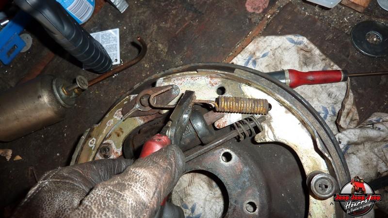 Maité tombe les tambours (dépose tambours CJ7 AMC 20 1982) P1040557