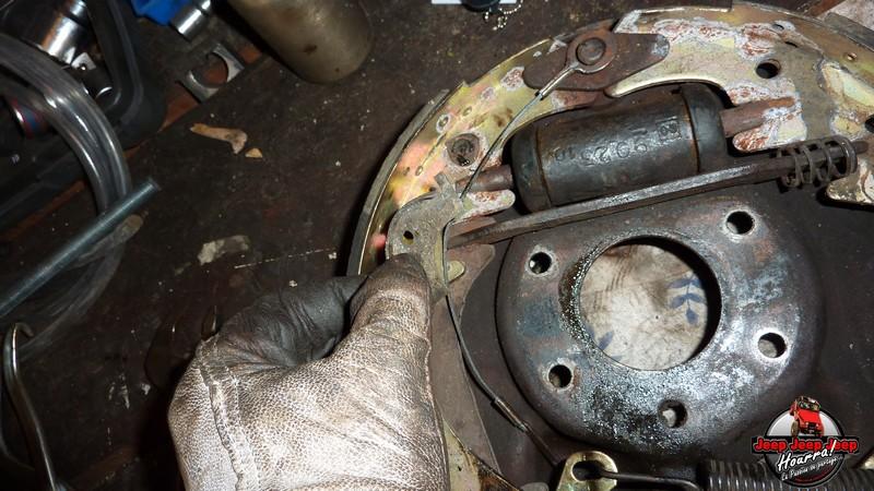 Maité tombe les tambours (dépose tambours CJ7 AMC 20 1982) P1040558