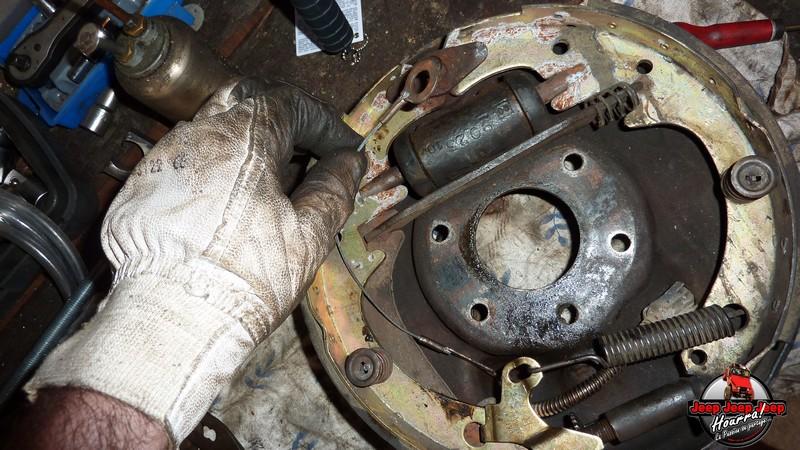Maité tombe les tambours (dépose tambours CJ7 AMC 20 1982) P1040610
