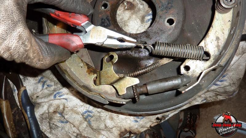 Maité tombe les tambours (dépose tambours CJ7 AMC 20 1982) P1040611