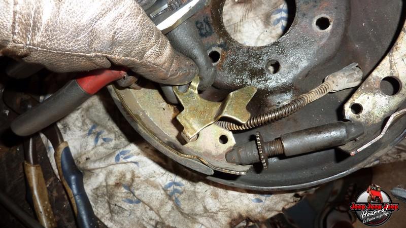 Maité tombe les tambours (dépose tambours CJ7 AMC 20 1982) P1040612