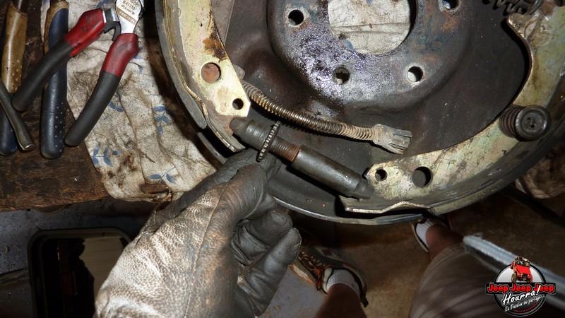Maité tombe les tambours (dépose tambours CJ7 AMC 20 1982) P1040613