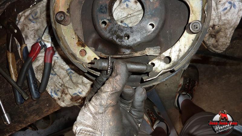 Maité tombe les tambours (dépose tambours CJ7 AMC 20 1982) P1040614