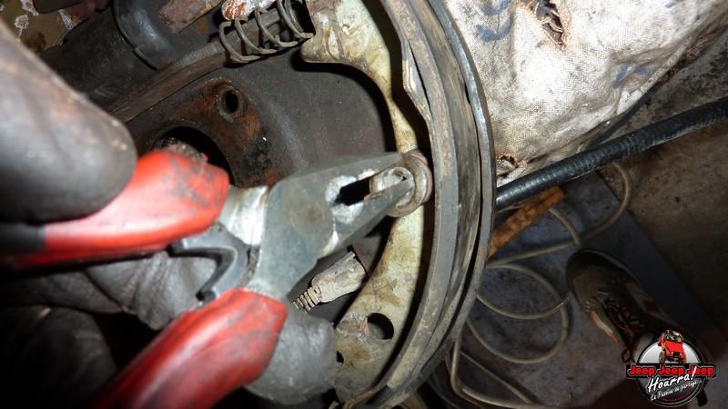 Maité tombe les tambours (dépose tambours CJ7 AMC 20 1982) P1040615