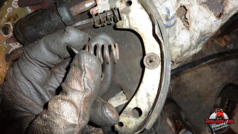 Maité tombe les tambours (dépose tambours CJ7 AMC 20 1982) P1040617
