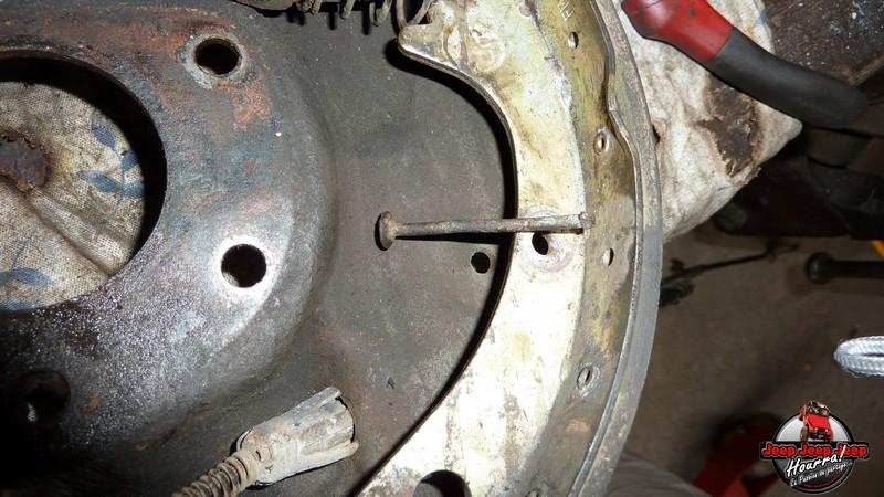 Maité tombe les tambours (dépose tambours CJ7 AMC 20 1982) P1040620