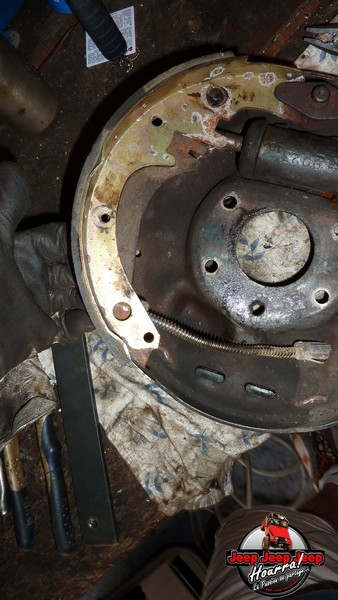 Maité tombe les tambours (dépose tambours CJ7 AMC 20 1982) P1040623
