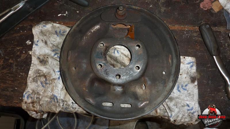 Maité tombe les tambours (dépose tambours CJ7 AMC 20 1982) P1040635