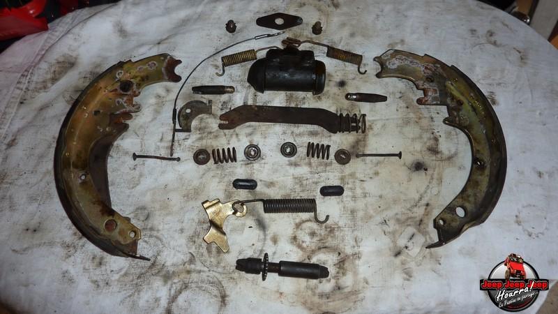 Maité tombe les tambours (dépose tambours CJ7 AMC 20 1982) P1040636