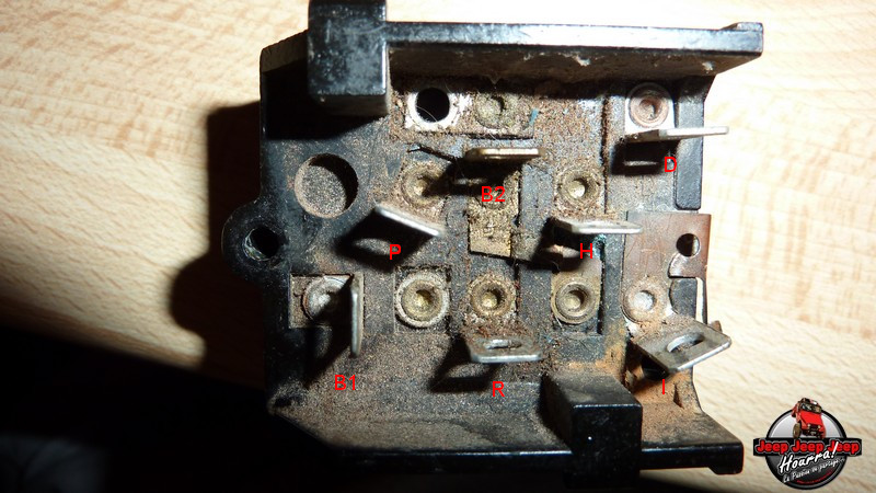 Maïté... et la lumière fut (contacteurs phares CJ7 76-86) P1040912