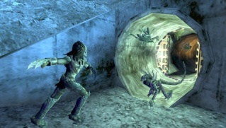 Фасад обложки и скриншот игры PSP (А). Aliens11