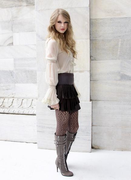 أكبر مجموعة صور لنجمة هوليوود المغنية تايلور سويفت  المصدر : منتديات أحلام المراهقات: http://karima.allgoo.us/t74-topic#ixzz28dPeBdsa Taylor19