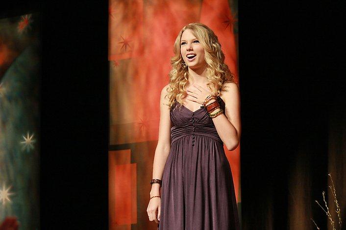 أكبر مجموعة صور لنجمة هوليوود المغنية تايلور سويفت  المصدر : منتديات أحلام المراهقات: http://karima.allgoo.us/t74-topic#ixzz28dPeBdsa Taylor22