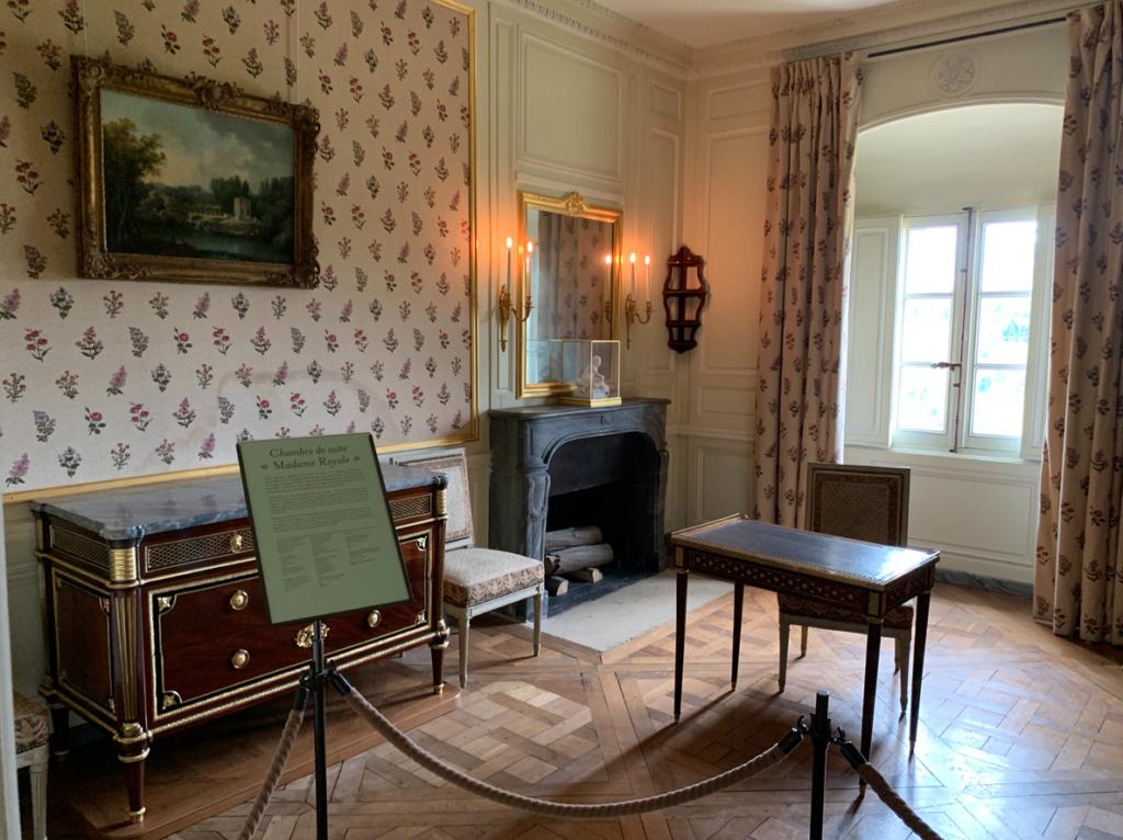 """visite - La visite du Petit Trianon : la chambre de suite """"Madame Royale"""" 114"""