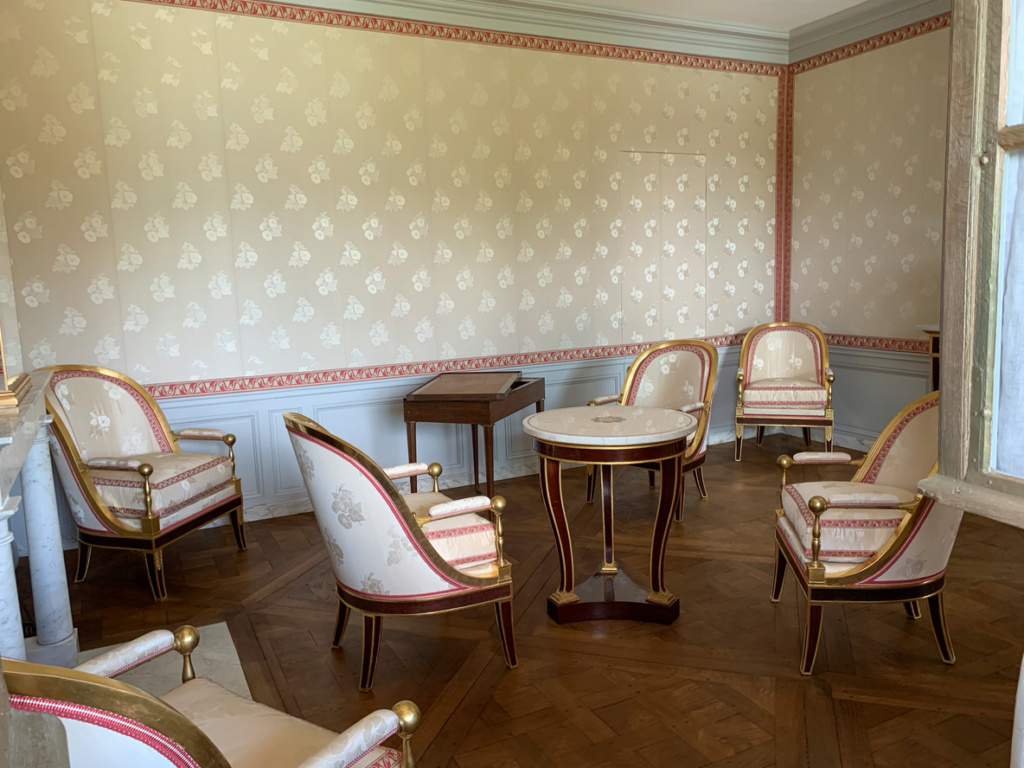 Hameau du Petit Trianon : Restauration de la maison de la Reine  - Page 19 2610
