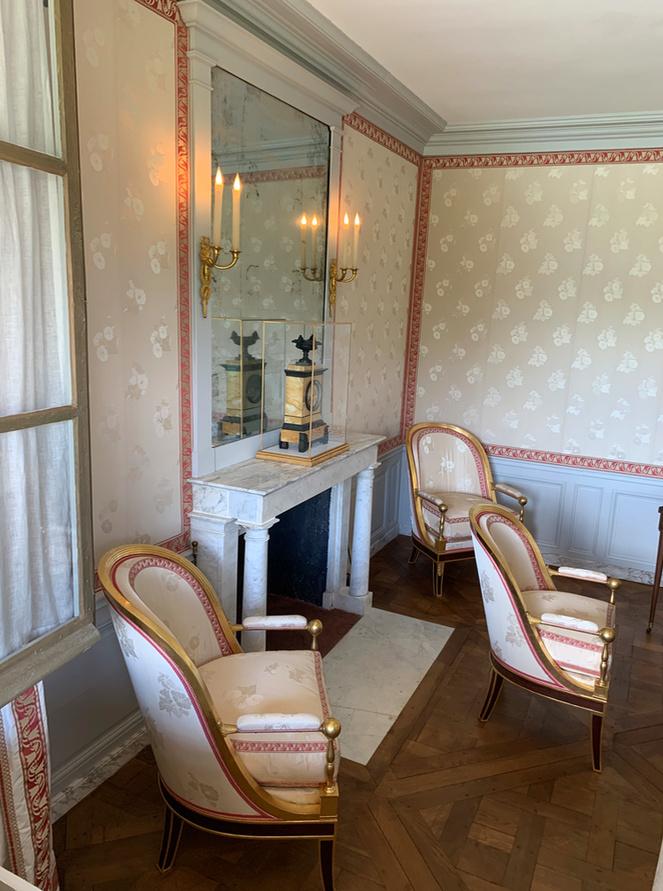 Hameau du Petit Trianon : Restauration de la maison de la Reine  - Page 19 2710