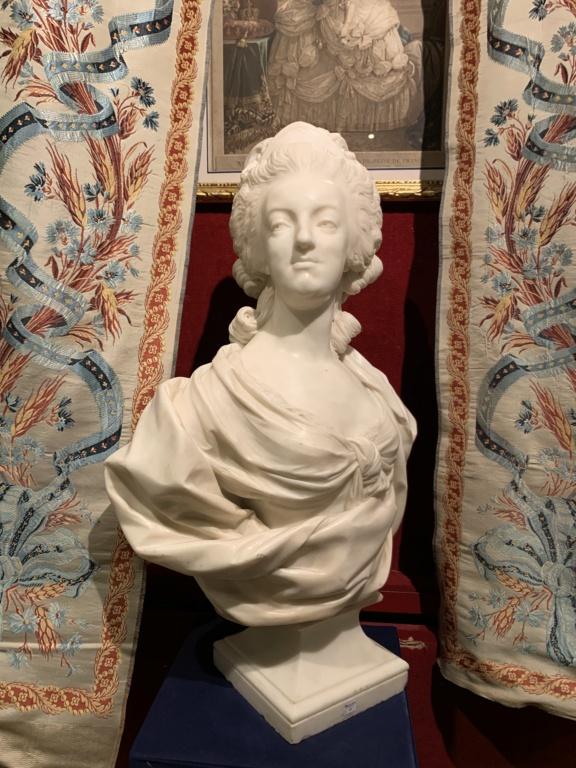 Marie Antoinette, par (et d'après) Louis-Simon Boizot - Page 3 2cb74510