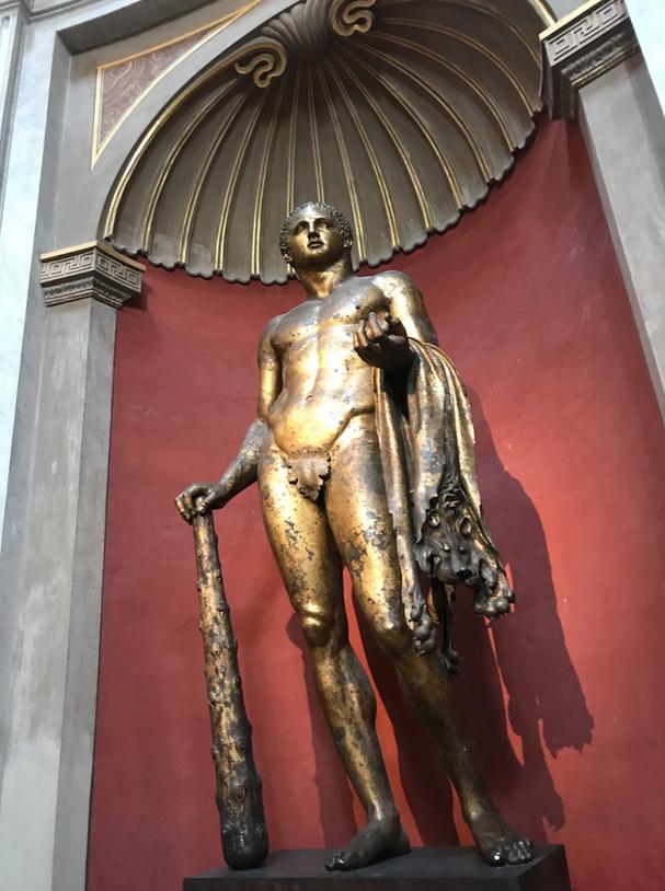 Une statue monumentale de la reine Marie-Antoinette sur le site du château de Saint-Cloud? Captu105