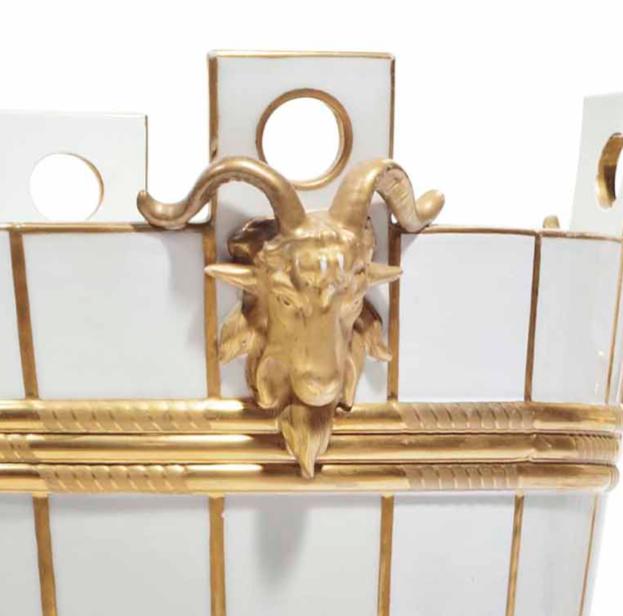 Service de Marie-Antoinette pour Rambouillet en porcelaine de Sèvres Captu160