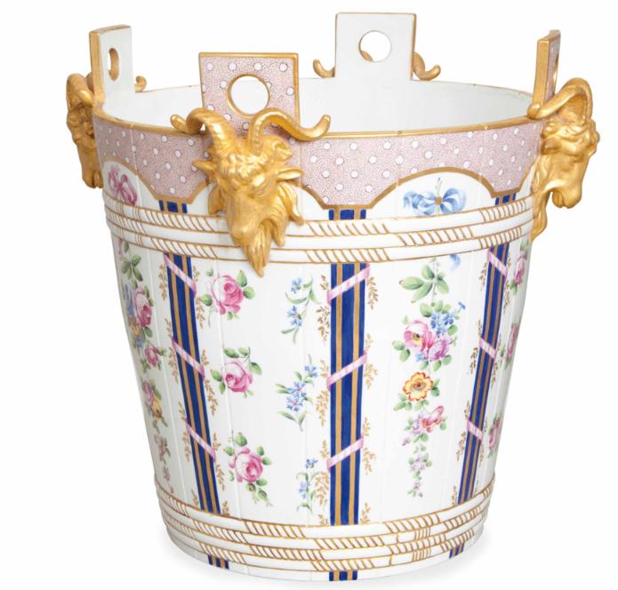 Service de Marie-Antoinette pour Rambouillet en porcelaine de Sèvres Captu161