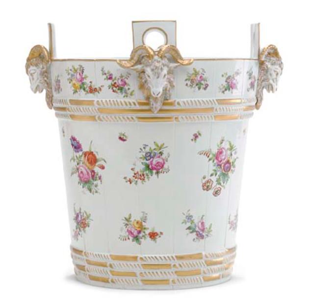 Service de Marie-Antoinette pour Rambouillet en porcelaine de Sèvres Captu162