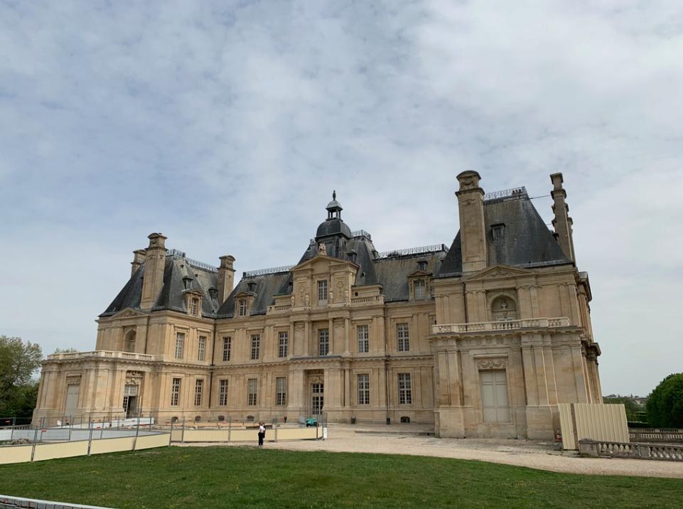 Le château de Maisons, résidence du comte d'Artois  Captu173