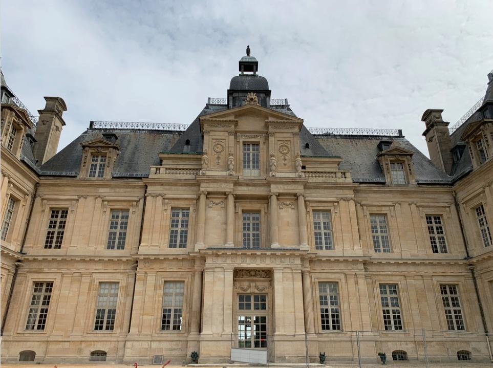 Le château de Maisons, résidence du comte d'Artois  Captu174