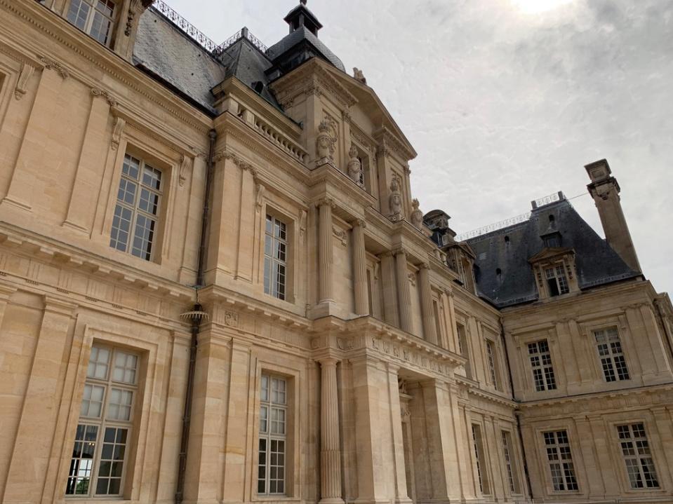 Le château de Maisons, résidence du comte d'Artois  Captu175