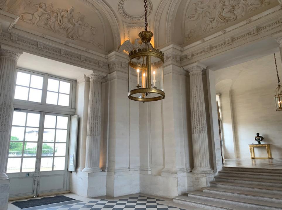Le château de Maisons, résidence du comte d'Artois  Captu178