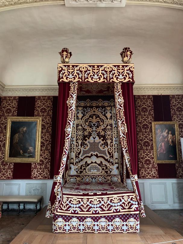 Le château de Maisons, résidence du comte d'Artois  - Page 2 Captu209