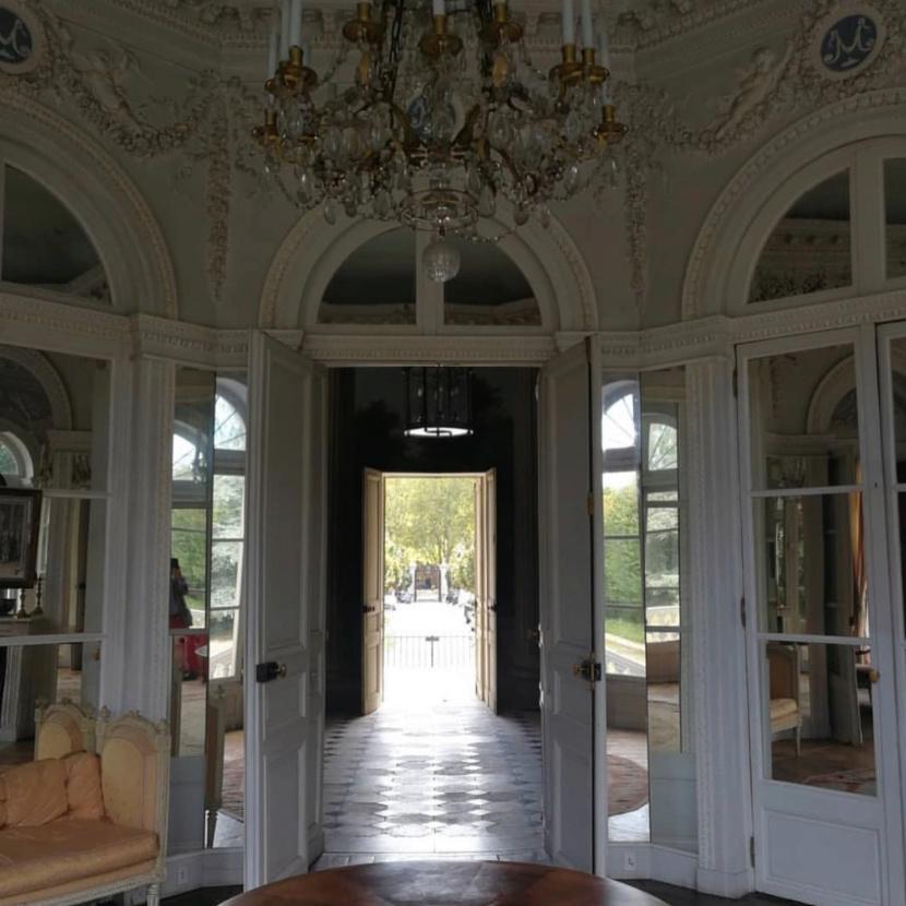 Le château de Montreuil et le pavillon de musique de Madame, comtesse de Provence - Page 2 Captu326