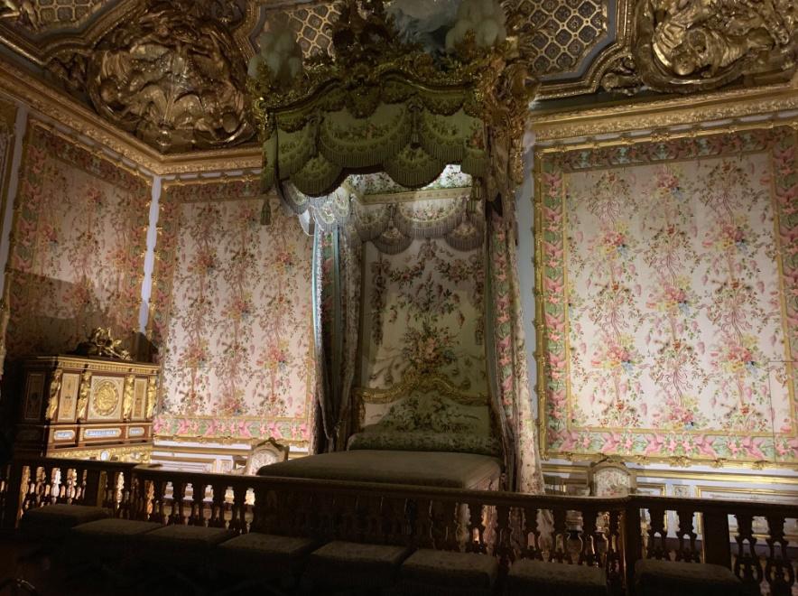 La chambre de la Reine à Versailles - Page 7 Captu343