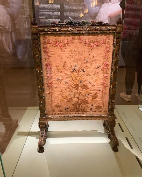 Exposition à la Conciergerie : Marie-Antoinette, métamorphoses d'une image  - Page 2 Captu387