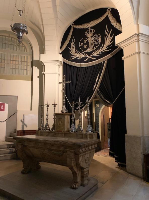 La cellule de Marie-Antoinette à la Conciergerie   - Page 6 Captu400