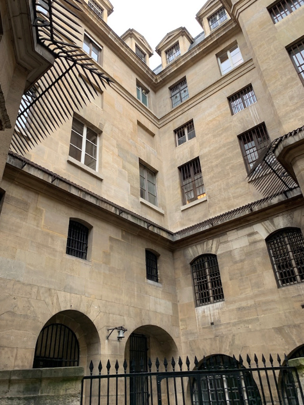 La cellule de Marie-Antoinette à la Conciergerie   - Page 6 Captu402
