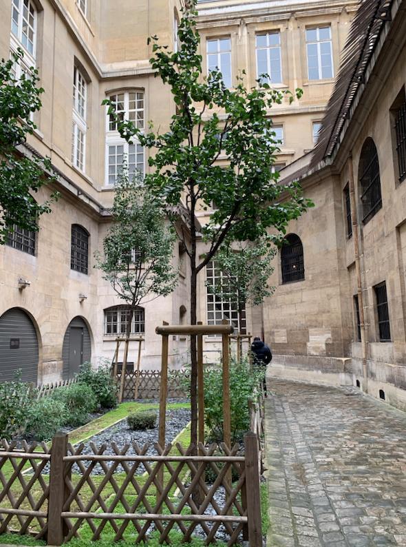 La cellule de Marie-Antoinette à la Conciergerie   - Page 6 Captu403