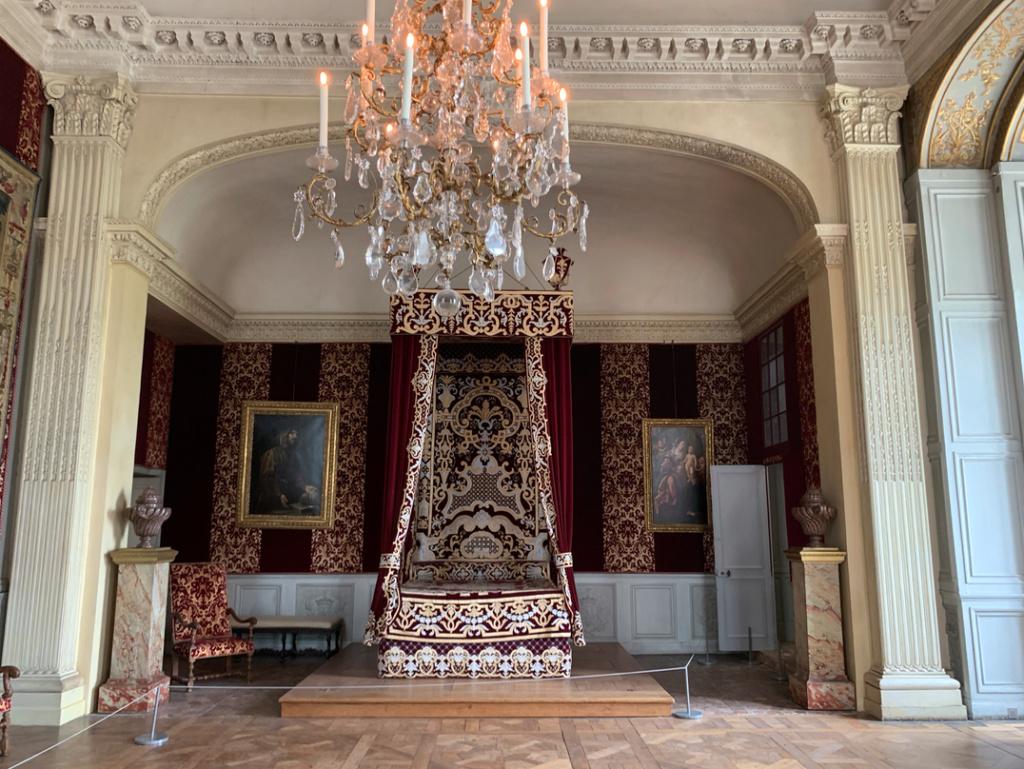 Le château de Maisons, résidence du comte d'Artois  - Page 2 Captu435